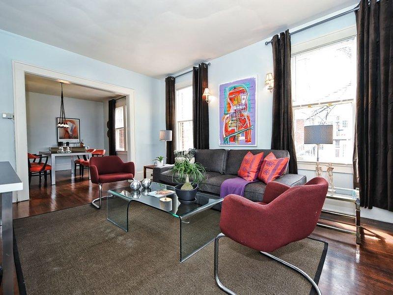 Elizabeth/Plaza Midwood Retro Apartment with Bikes and covered porch!, aluguéis de temporada em Charlotte