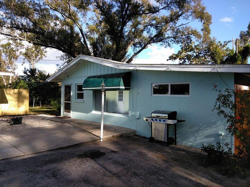 Pleasant Acres Guest House on 1 acre and a pond and birds., aluguéis de temporada em Fruitville
