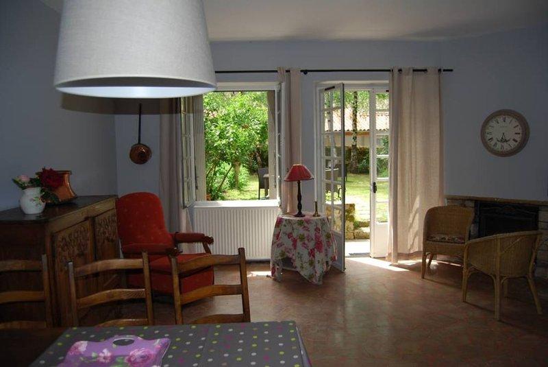 Le Clos St Paul appart 80m² ,3 pièces, jardin privatif, dans résidence, au calme, location de vacances à Reyrevignes
