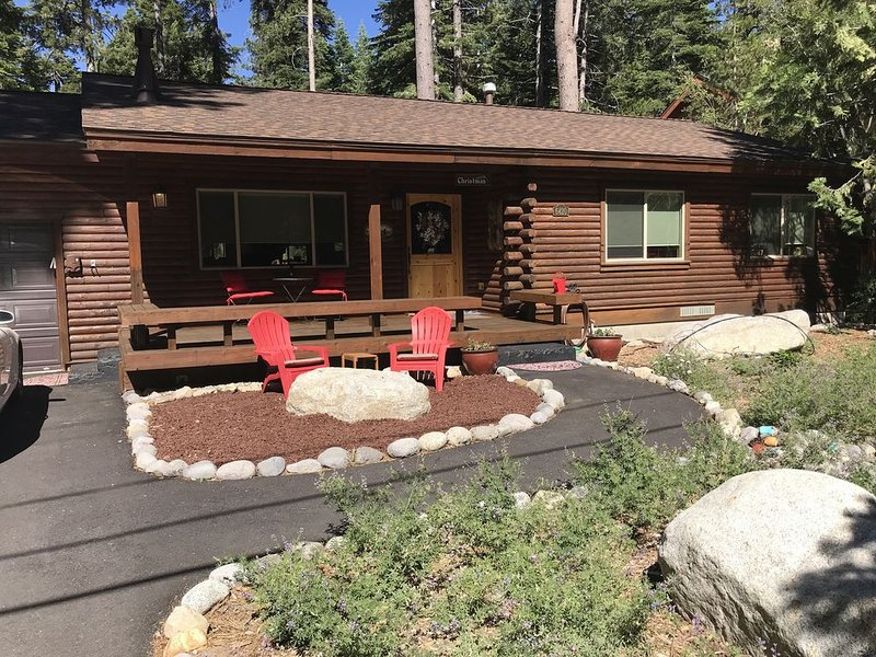 Beautifully Remodeled Chambers Landing Cabin, vacation rental in Tahoma