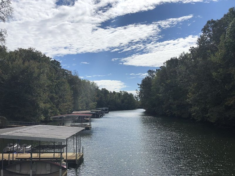 'Tennessee Tahoe':  Cozy Cabin on Tims Ford Lake with Two Level Dock, location de vacances à Tullahoma