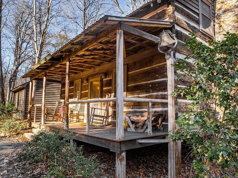 18th Century log cabin  located near a pond and the rocky river, vacation rental in Gold Hill