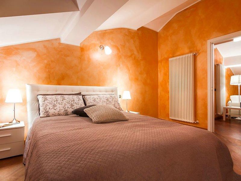 accogliente mansarda al secondo livello di Villa Dante,  nel centro di como, a p, location de vacances à Albate