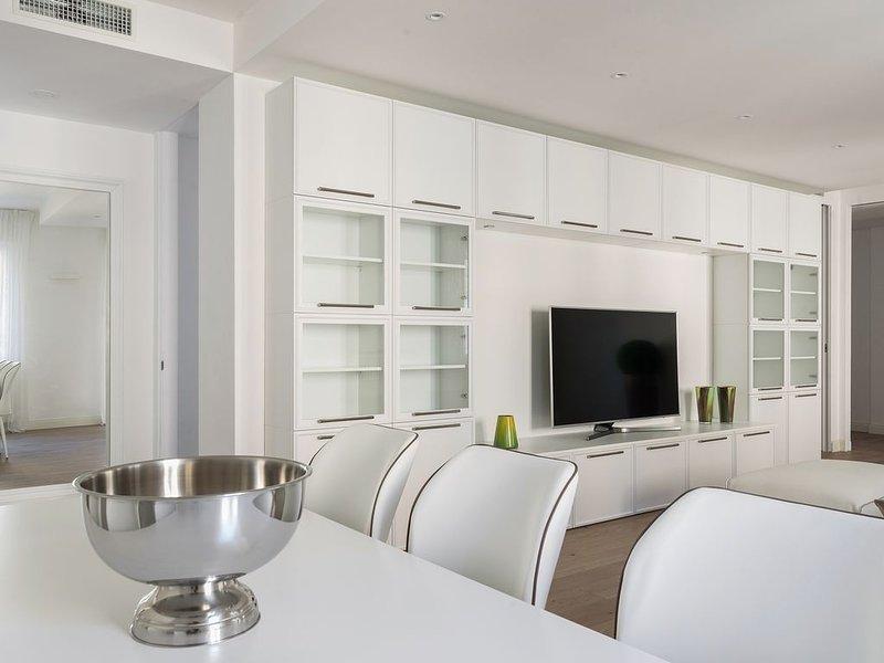 Bellissimo appartamento di lusso con tre camere da letto, a pochi passi dal cent, holiday rental in San Fermo della Battaglia