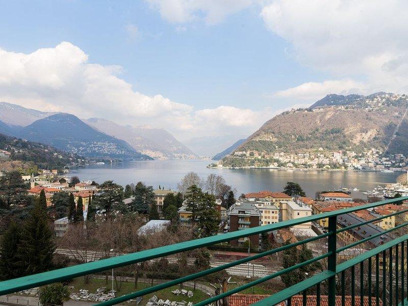 Un monolocale molto elegante con vista mozzafiato sul Lago di Como., holiday rental in San Fermo della Battaglia