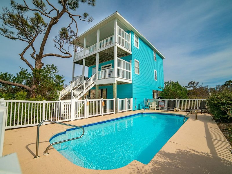 Private Pool, Pet Friendly, Gulf Views, Easy walk to beach! Nearby Shopping!, alquiler de vacaciones en Cape San Blas