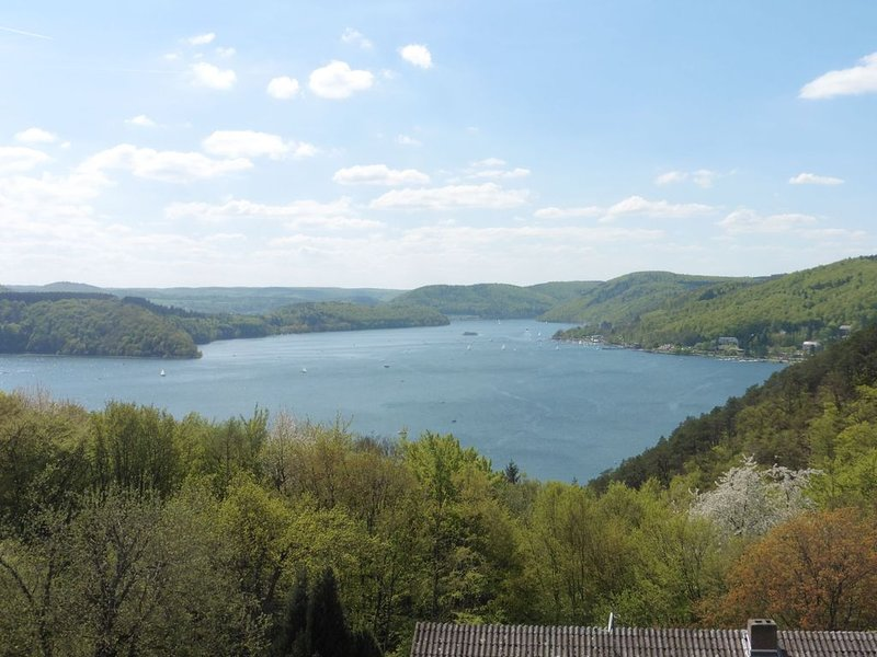 Apartment with incredibly beautiful views of the famous Lake Eder, location de vacances à Hemfurth-Edersee