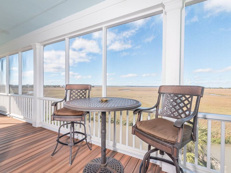 Airy, Marshview Home with golf cart and wifi, vacation rental in Harbor Island
