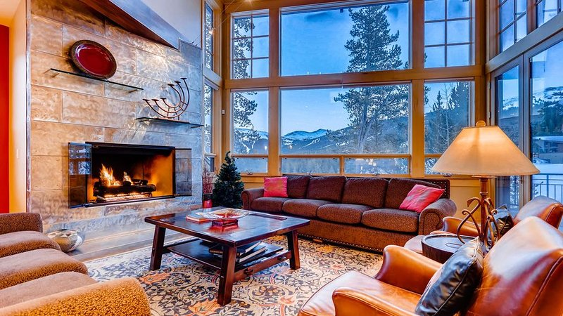 Kokomo Lodge: True Ski-in/Out, Hot Tub, Elevator, Pool Table, Shuttle, holiday rental in Frisco