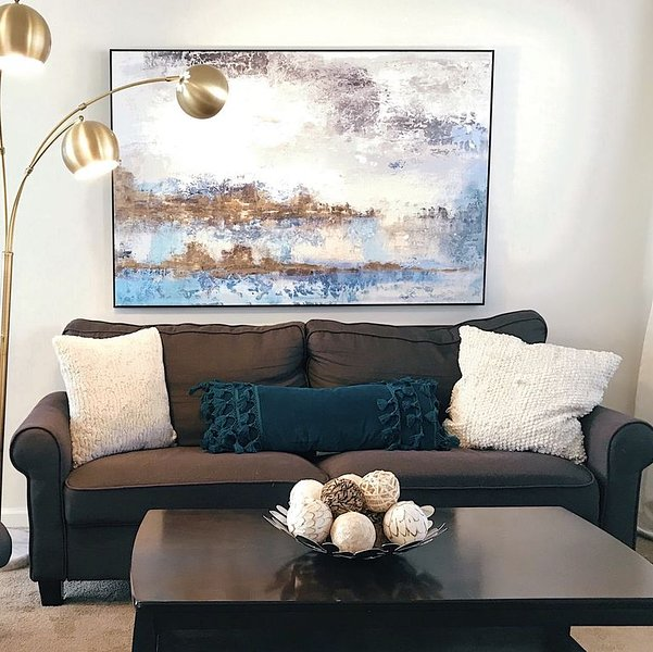 Executive Condo Steps to High End Shops & Dining - January Discounts!, vacation rental in Glendale