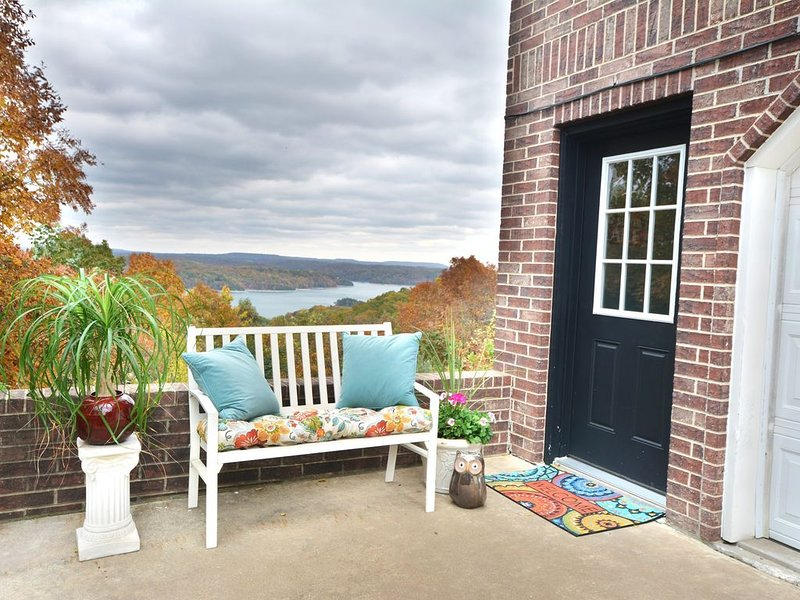 Beaver Lake Get-a-Way          Great Location--Beautiful View, holiday rental in Rogers