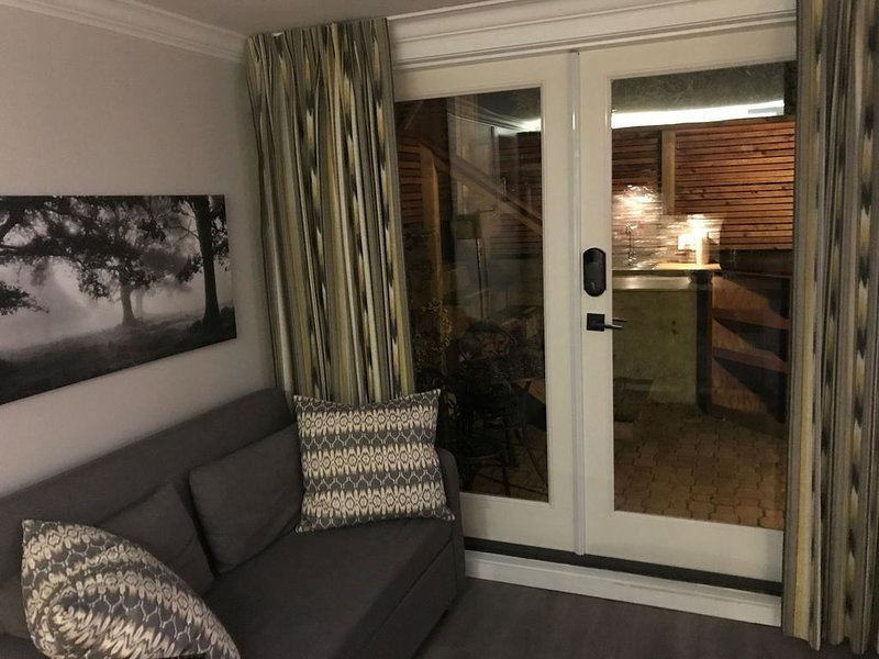 New Basement Private Suite - Fully Furnished,  1 BEDROOM & Futon, holiday rental in Vancouver