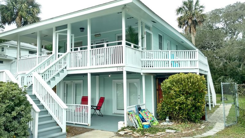 Two living rooms; Clean; See Reviews, holiday rental in Folly Beach