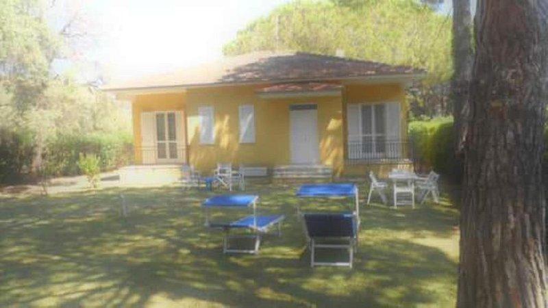 villetta indipendente con giardino e posti auto privati, vacation rental in Castellabate