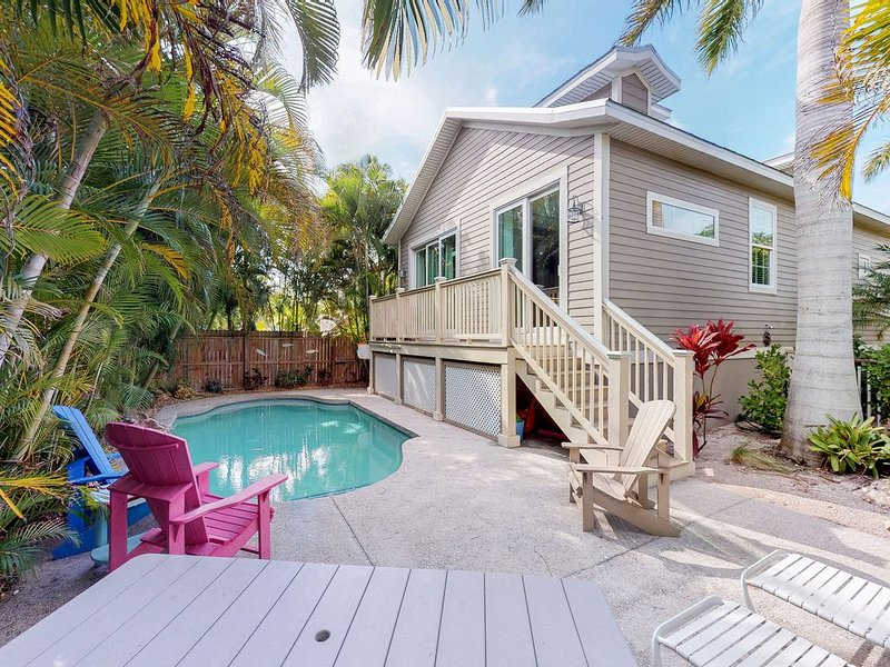 Beautiful beach house w/ private pool - Walk to trolley, dining, & shopping!, holiday rental in Holmes Beach