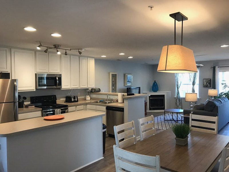 Newly Updated! 3BR/2BA w/pool, close to beaches, shopping, restaurants & more!, location de vacances à Rehoboth Beach