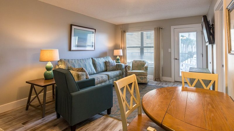 This 2 bedroom/2 bath is on the beach and ready for you!, holiday rental in Gulf Shores