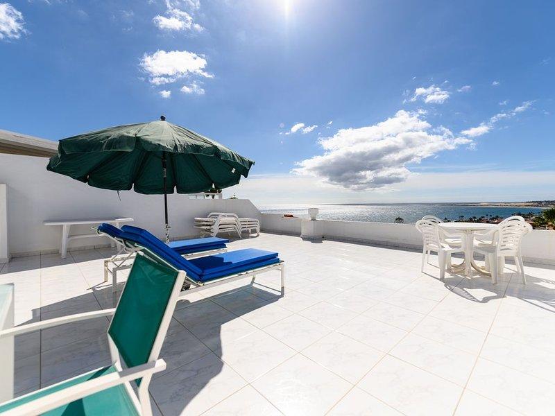 Aussichtsreiche Unterkunft nah am Strand mit grosser Terrasse!, location de vacances à San Agustin