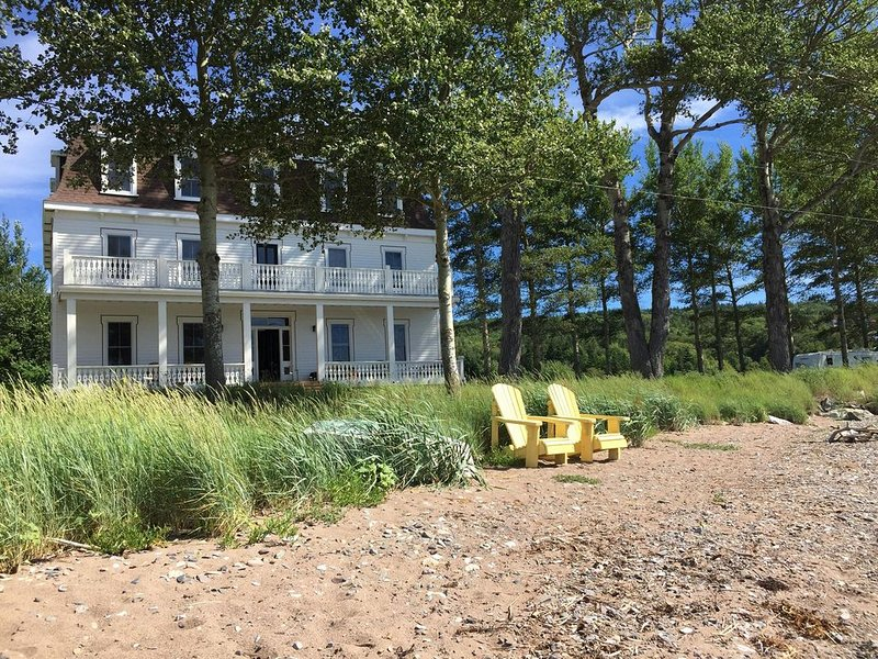 Historic Grand Hotel on The Bras D'or Lake with cafe, marina and museum close by, vacation rental in Cape Breton Island