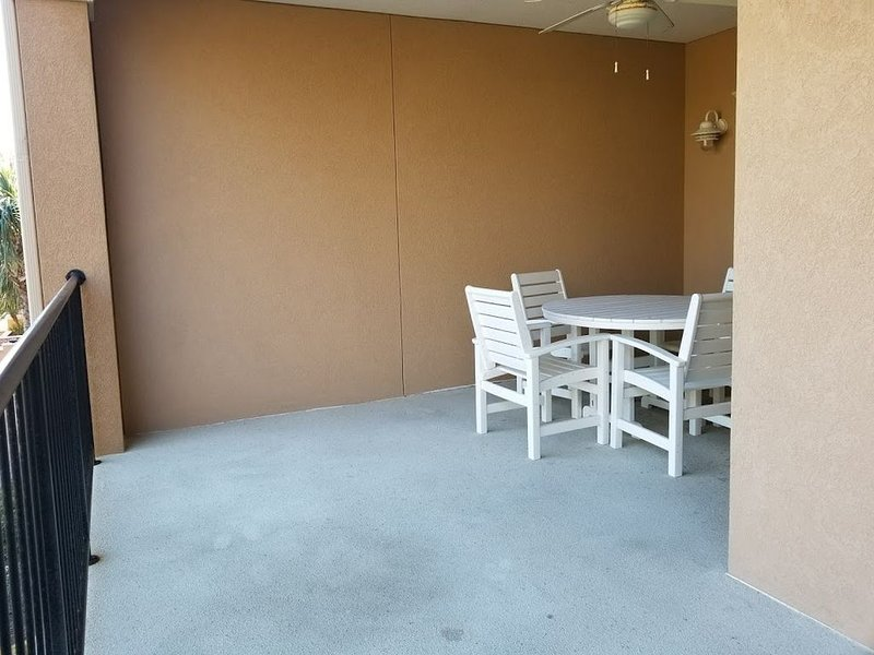 Balcony with dining seating for 4