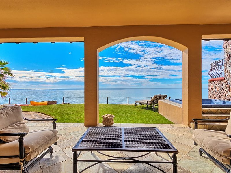 Stunning Beachfront 5 Bedroom/5 Bathroom Bella Sirena Villa, vacation rental in Puerto Penasco
