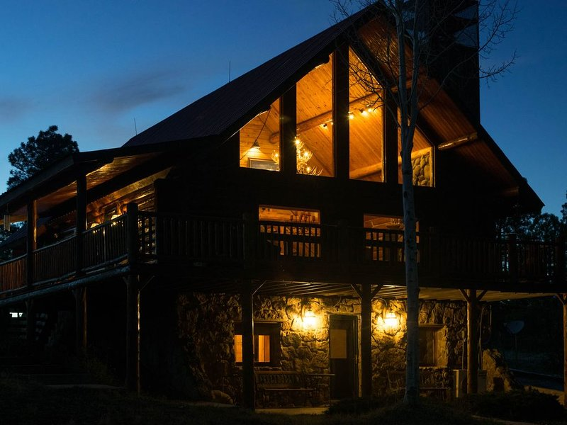 Ridge Cabin: 5 BR/3 BA  Log Home (5 Acres) in Pagosa Springs, VR18-099, casa vacanza a Pagosa Springs