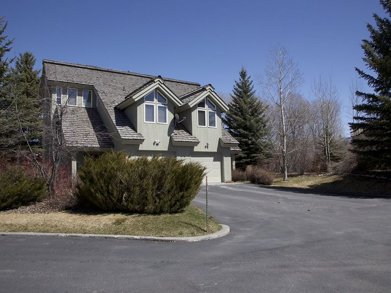Shadow Brook 2 - Whimsical Western Condo Conveniently Located For Adventure!, holiday rental in Driggs