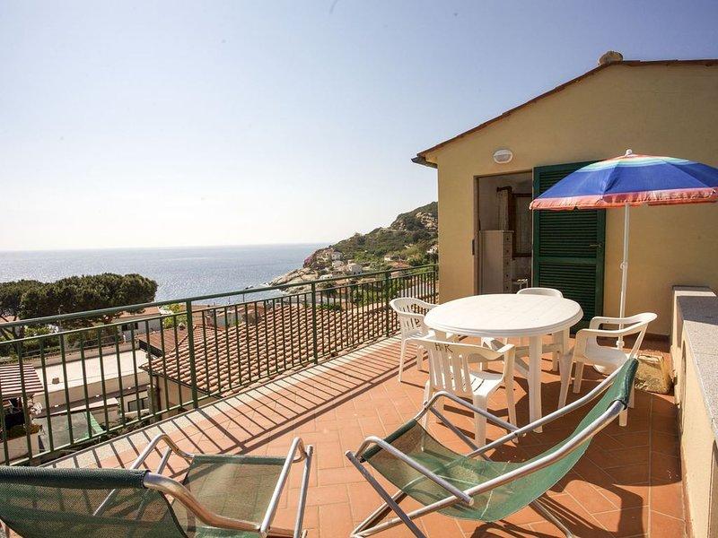 Villetta la Terrazza 4/6 posti letto con splendida vista sul mare di Chiessi, holiday rental in Sant'Andrea