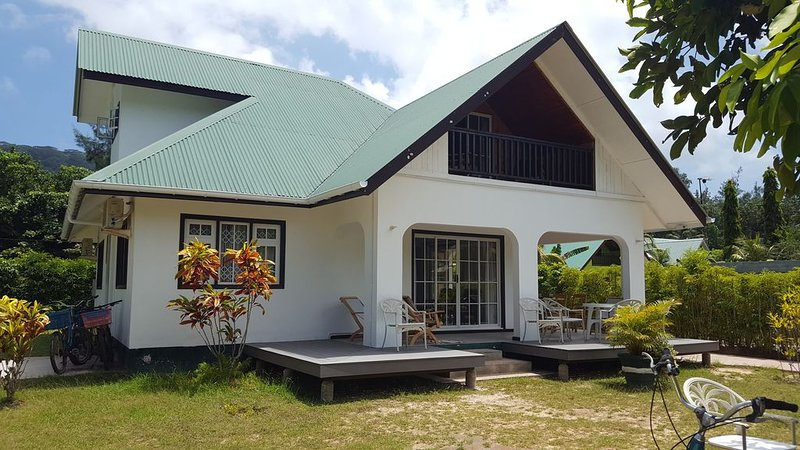 Grande Villa Corossol 3-10pers, holiday rental in Baie Ste Anne