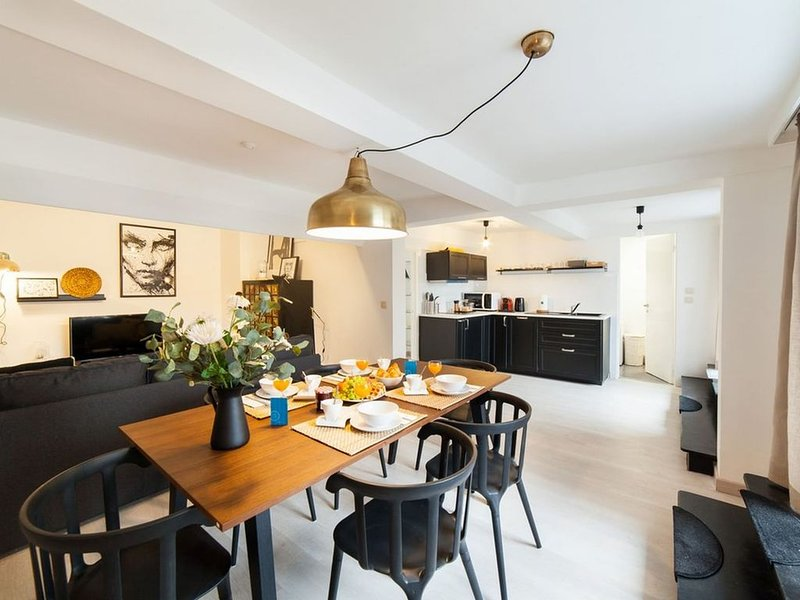 Louise II - Deux Chambres Appartement, Couchages 5, holiday rental in Saint-Gilles