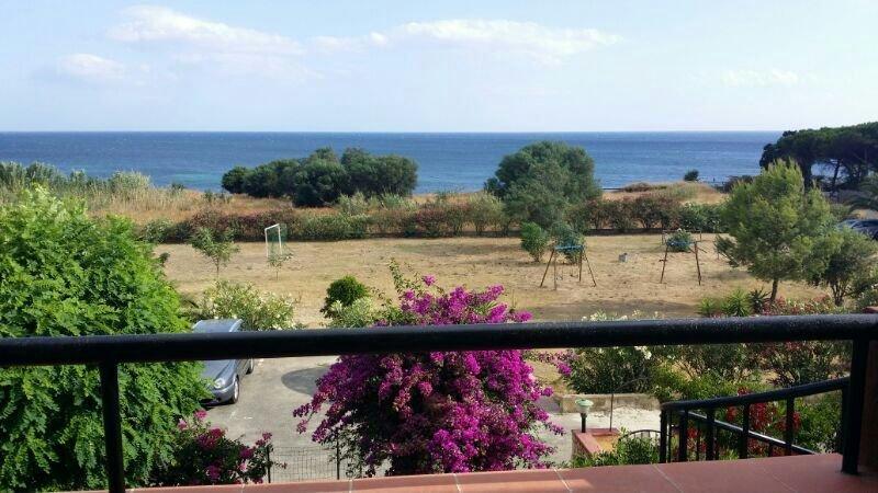 Superbe appartement en Sardaigne dans résidence 100m de la mer, holiday rental in Quartu Sant'Elena