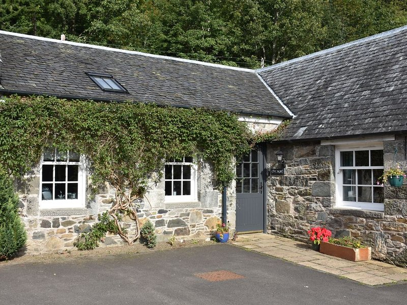 Charming Cottage In Historic Arts And Crafts Village, alquiler vacacional en Lawers