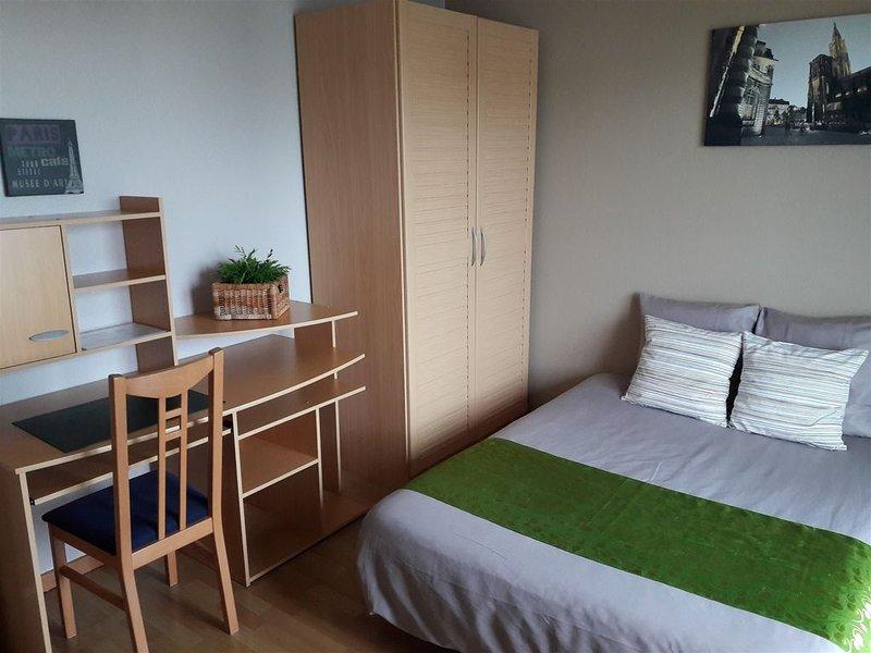 Votre appartement tout équipé aux portes de Strasbourg (Parking et WIFI inclus), vacation rental in Lingolsheim