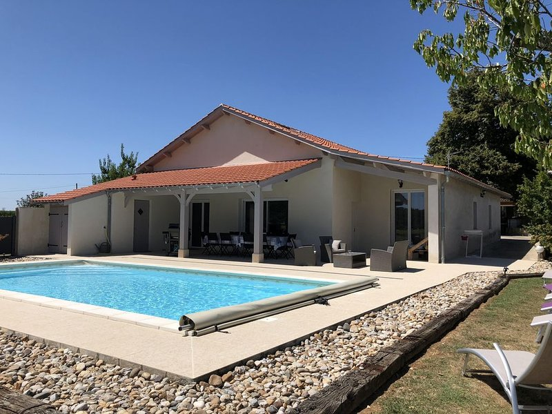GITE WITH PRIVATE POOL, vacation rental in Condezaygues