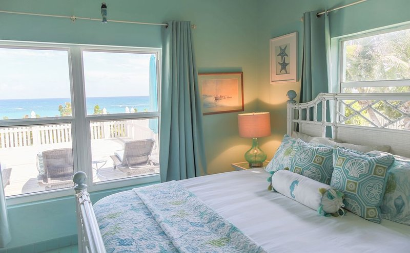 KELLY KREST, BEACH FRONT WITH STUNNING VIEWS OF GORGEOUS PINK SANDS BEACH, vacation rental in Dunmore Town