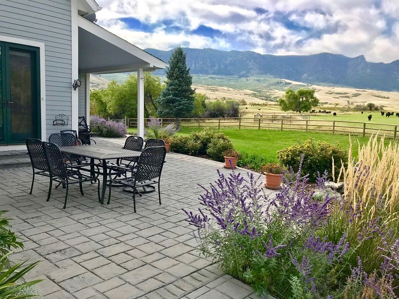 Elegance & Relaxation with an Awe Inspiring Big Horn Mountain Canyon view, holiday rental in Sheridan