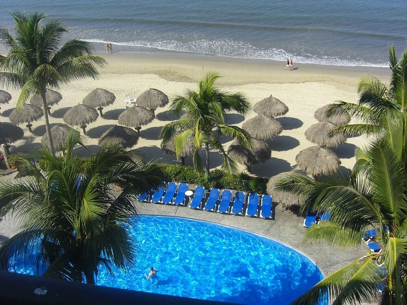 5 Star Playa Royale 2 Bedrooms on the 6th floor, ask about our other PRR condos, vacation rental in Nuevo Vallarta