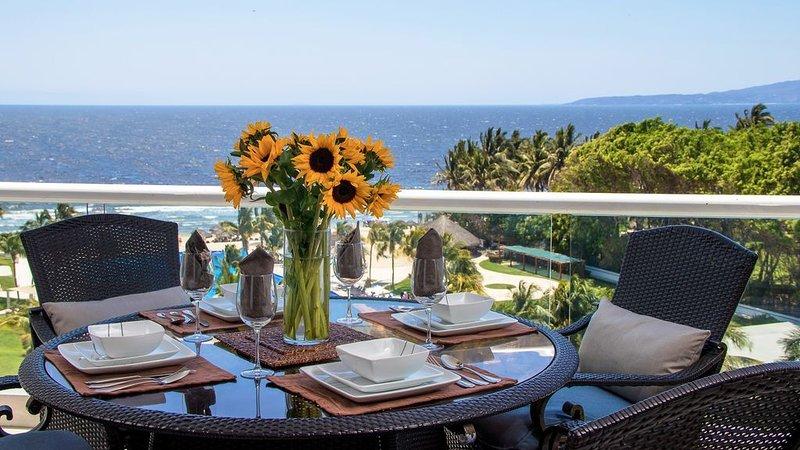 'Modern- Renovated- Breathtaking' 6th Floor- 3 Bedrooms Villa Magna: Sleeps 6-, vacation rental in Nuevo Vallarta