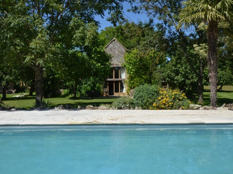 Traditional farmhouse with pool near Bergerac en Dordogne, holiday rental in Naussannes