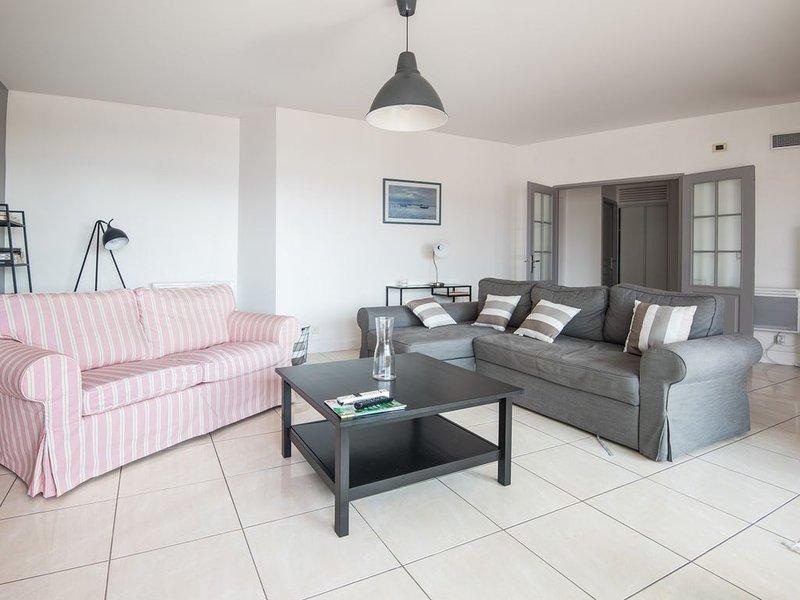 Appartement les pieds dans l'eau 100 m²,  superbe vue sur mer et montagne., location de vacances à Pyrenees-Atlantiques