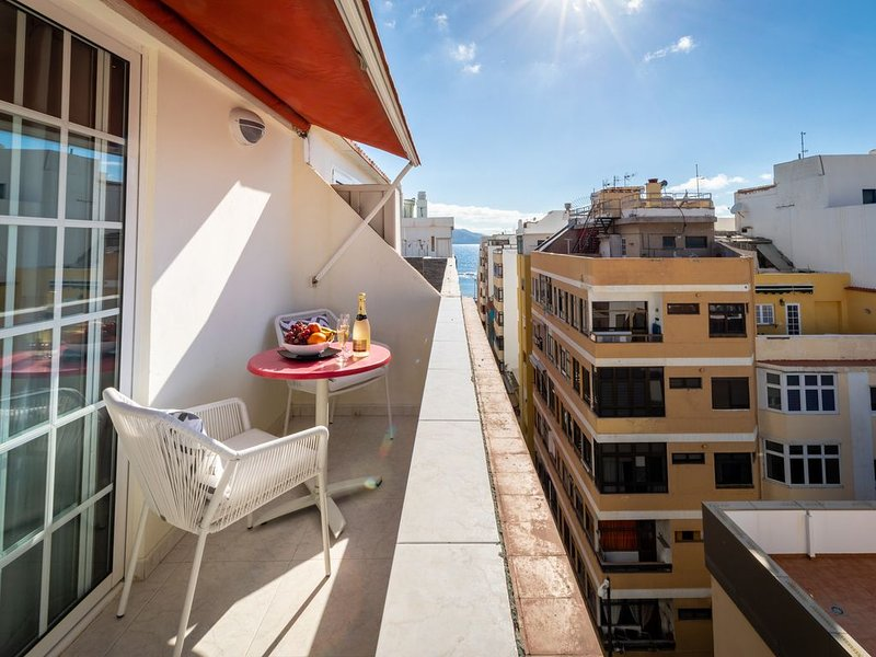 OPEN TERRACE & FREE BIKES by Living Las Canteras, vacation rental in Las Palmas de Gran Canaria