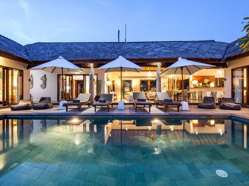 Refined 4BR villa with staff and private swimming pool, holiday rental in Riau Islands Province