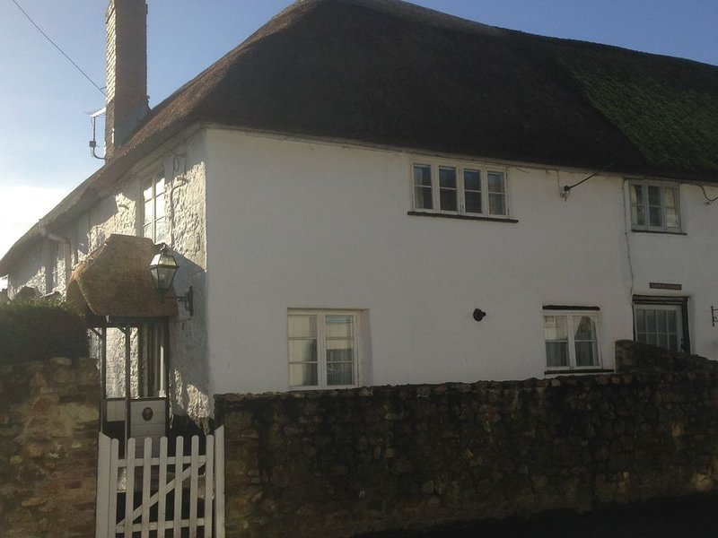 Characteristic 2 Bedroom Thatched Cottage, Sidmouth, East Devon., holiday rental in Sidford