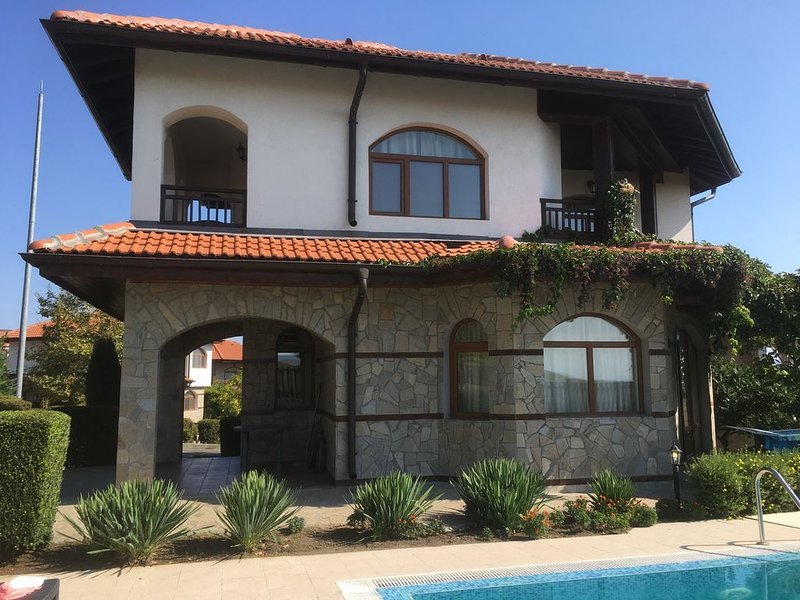 2 Bed, 2 bath villa with private pool on The Vineyards Spa Resort, holiday rental in Kableshkovo