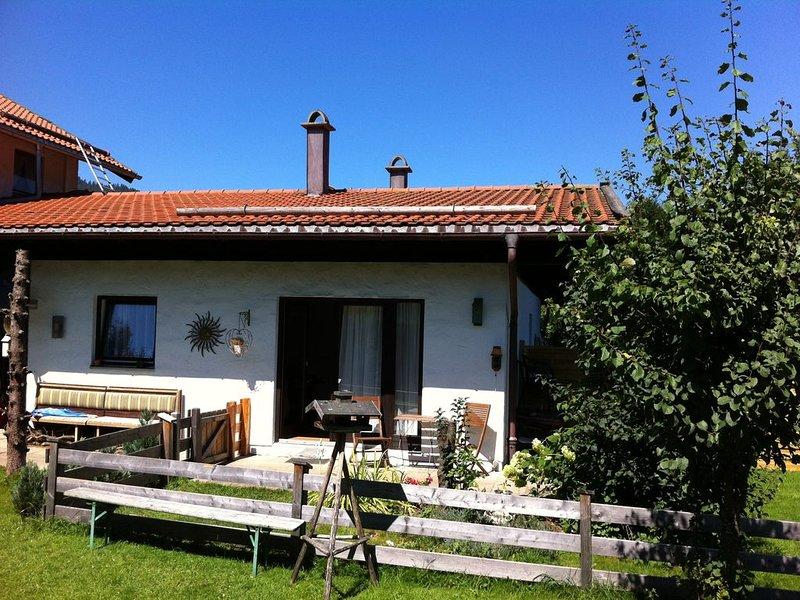 Sehr schönes, komplett eingerichtete Bungalow 2 min. von Centrum Ruhpolding, casa vacanza a Bergen