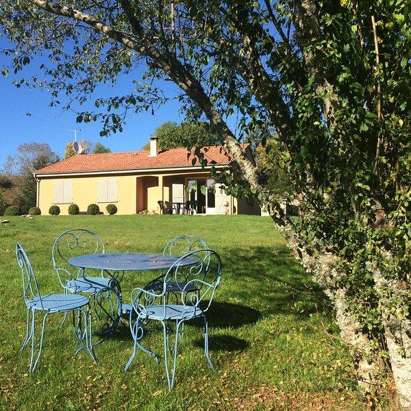 Maison de vacances à Vollore Montagne en Auvergne, holiday rental in Bertignat