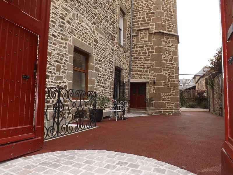 Gîte urbain premium rdc pour 2 à 6 pers Fougères historique, Label Gîte de Fr., vacation rental in Val-d'Ize