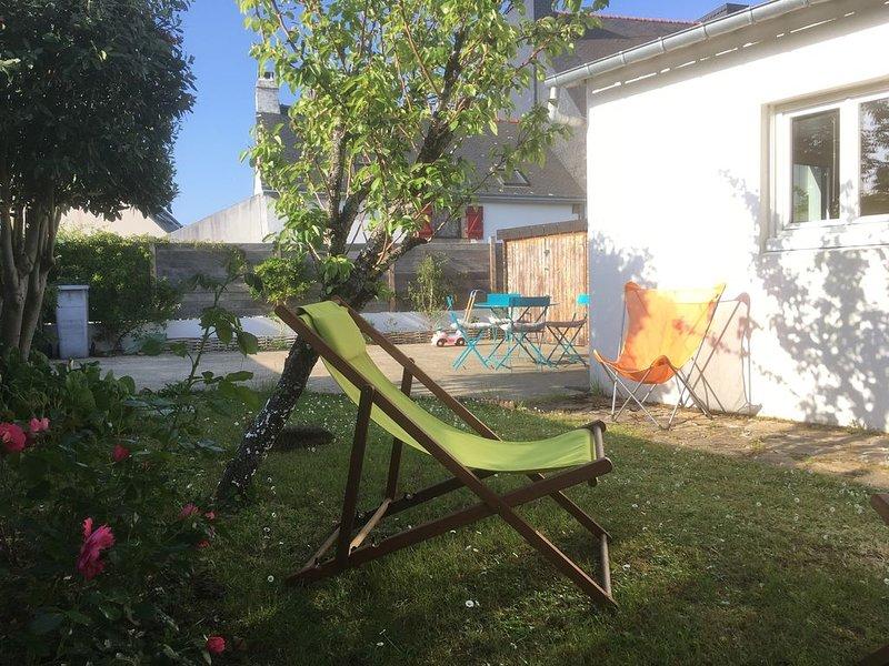 Petite maison*** au calme avec jardin clos, plages et sentiers côtiers à pieds, casa vacanza a Sene