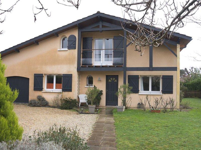 VILLA 8-10 PERS, ENTRE BORDEAUX, OCEAN et VIGNOBLES, holiday rental in Saint-Jean-d'Illac