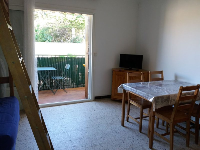 APPARTEMENT BORD DE MER, holiday rental in Tamaris-sur-Mer